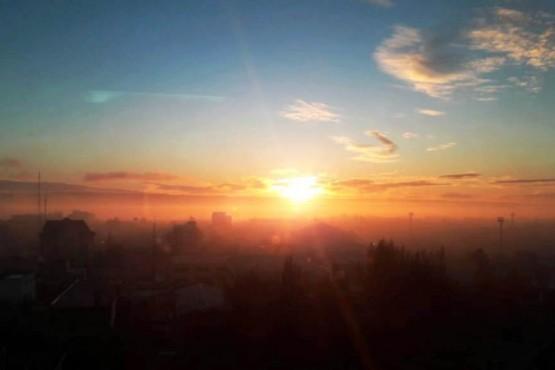 La ciudad bajo un manto de humo