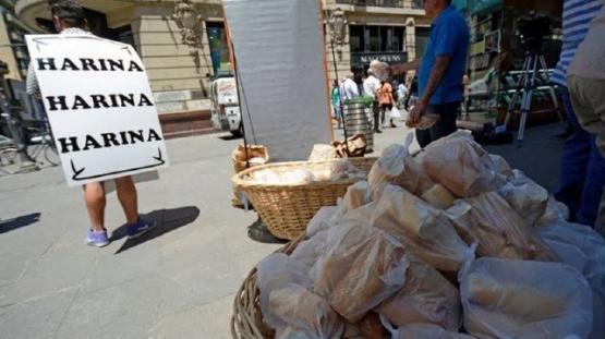 Panazo contra el aumento de la harina: repartirán 5.000 kilos frente al Congreso