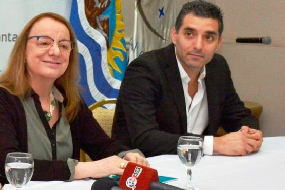 Esteban Tejada, presidente de Fomicruz, junto a la gobernadora Alicia Kirchner