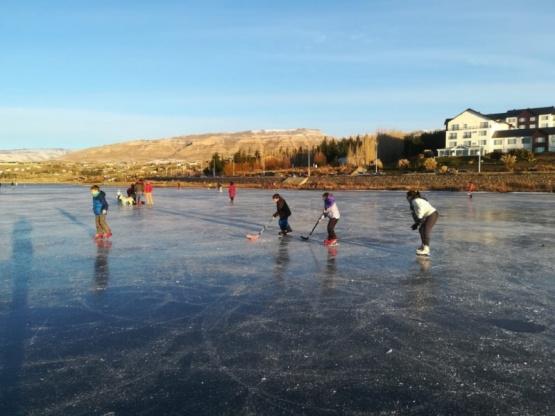 La fiesta de patinar sobre hielo natural llego a El Calafate