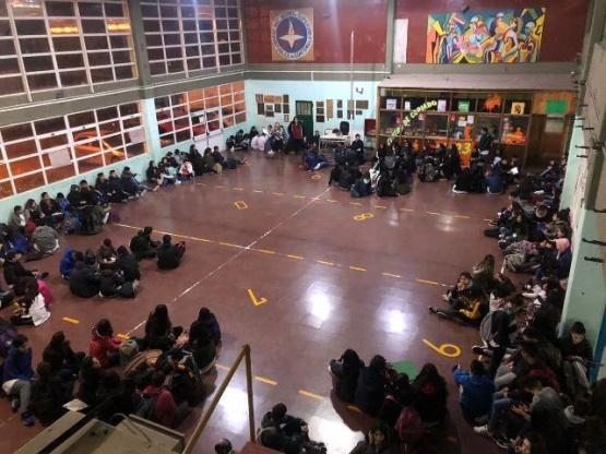 Sentada en el colegio Guatemala