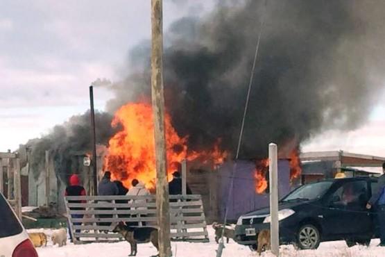 Perdidas totales al incendiarse dos viviendas en terrenos usurpados