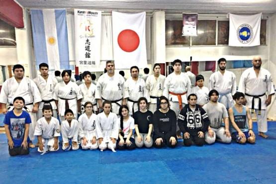Una foto actual del trabajo junto al karate tradicional.