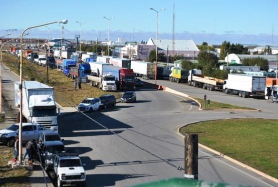 Camioneros paraliza el transporte por 24 hs en Santa Cruz