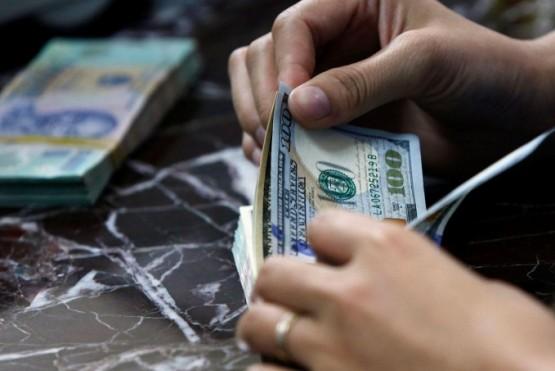 Nuevo récord histórico: el dólar supera los $28