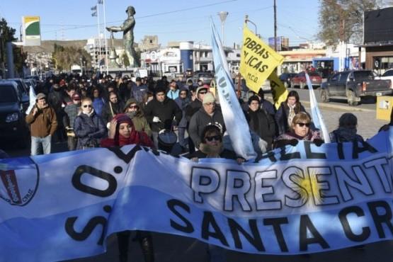 Municipales que continúan de paro protagonizaron otra movilización