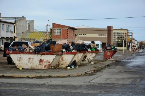 Los contenedores del barrio a media tarde (C.R.)