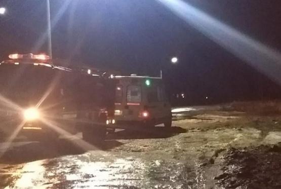 Una ambulancia que iba a asistir a un bebe quedó empantanada