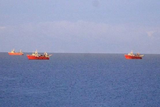 Flota pesquera de altura permanece a resguardo en la rada caletense