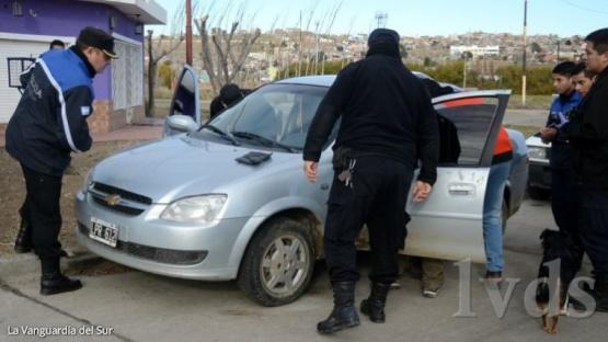 Dos detenidos cerca de un comercio que había sido robado