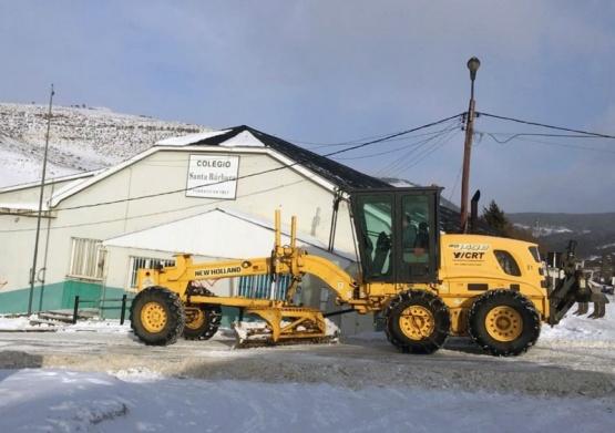 Viales de YCRT salieron a limpiar la nieve de la Cuenca