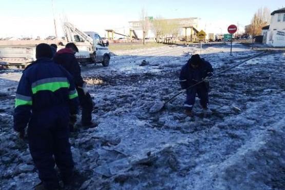Servicios Públicos trabaja en la desobstrucción de cañerías