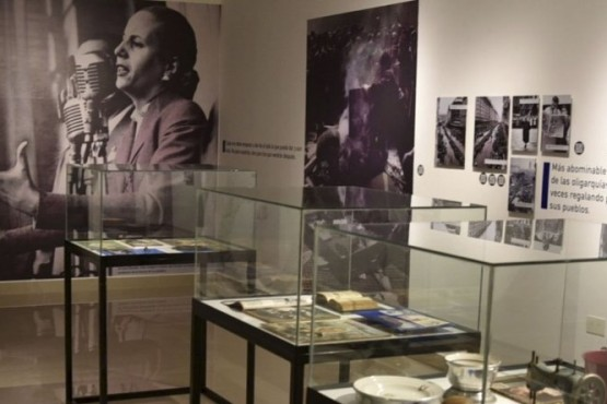 Inauguran muestra fotográfica y de objetos personales de Evita