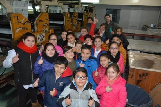 Alumnos de la EPP 19 visitaron TiempoSur y Tiempo FM