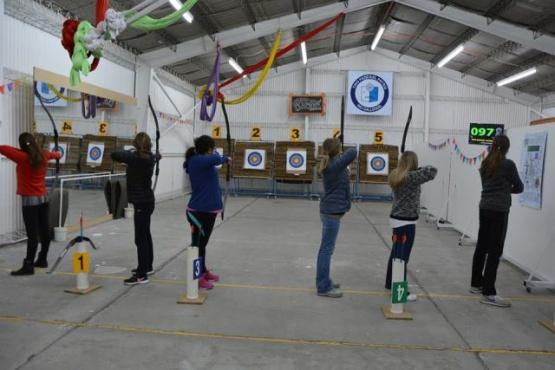 Cursos y competencias de tiro y arco para las chicas