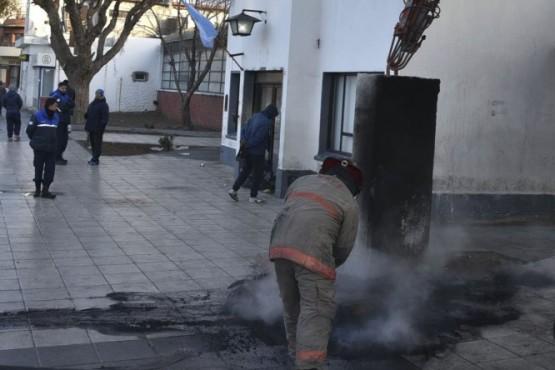 Los municipales rechazan aumento salarial en negro, paran y bloquean edificio