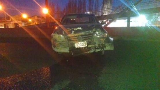 Despistó, chocó y dejó el auto en plena Autovía