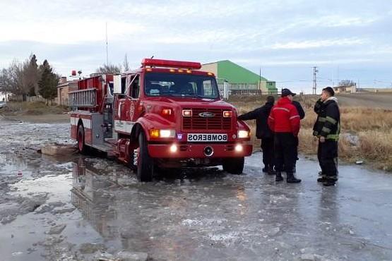 Autobomba quedó empantanada cuando iba a un incendio