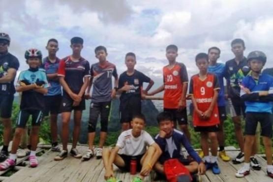 Al menos seis de los 12 chicos atrapados en una cueva de Tailandia fueron rescatados