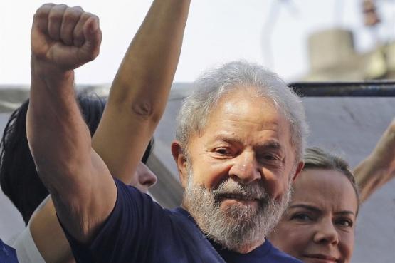 Un juez aceptó un hábeas corpus y ordenó liberar a Lula da Silva
