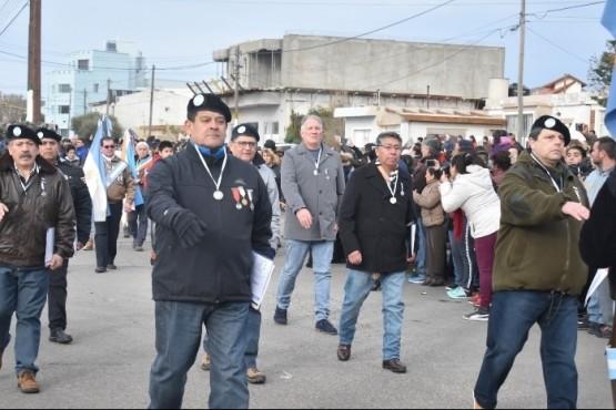 Acto y desfile por el 9 de Julio en Caleta Olivia