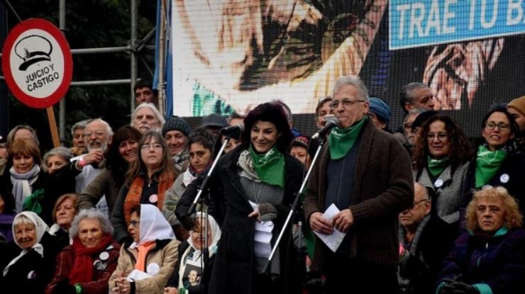 Los actores encabezaron el acto, con pañuelo verde.