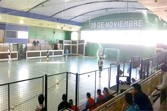 Los adultos se pelearon en el gimnasio de la localidad.