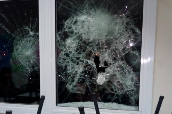 Siguen rompiendo vidrios y no hay respuestas