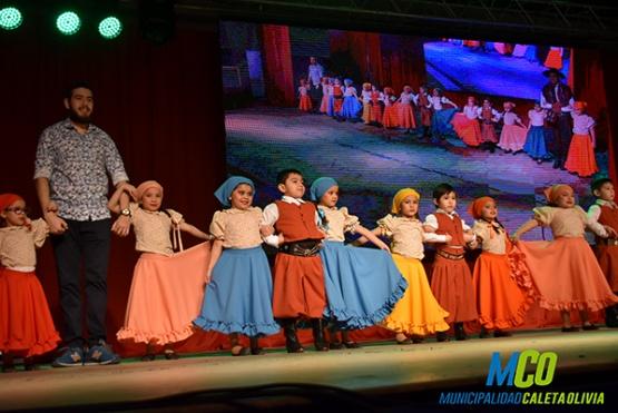 La Escuela de Danzas Nativas se lució en su muestra