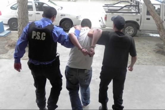 Dos sujetos fueron detenidos por portar armas blancas