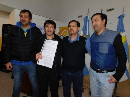 Entregaron certificados de Obras en Puerto Santa Cruz