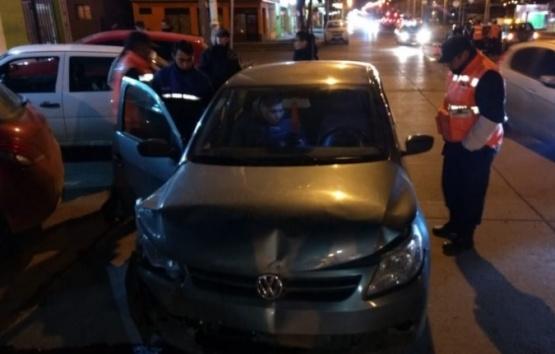 Avenida Perón: reiterados choques y pedidos de semáforos