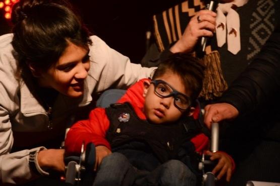 Se realizó una gran peña familiar para ayudar a Khan