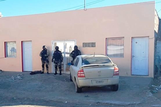 Tres detenidos por amenazar a una mujer con un arma de fuego