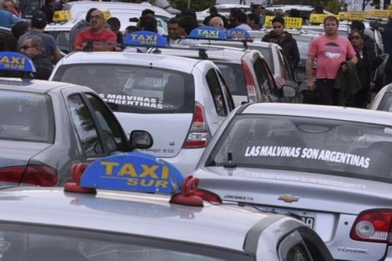 En Caleta la bajada de bandera de taxis ya cuesta $31,10