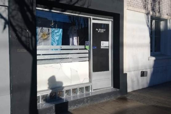 Rompieron el vidrio y robaron un maniquí completo en plena Av. Kirchner