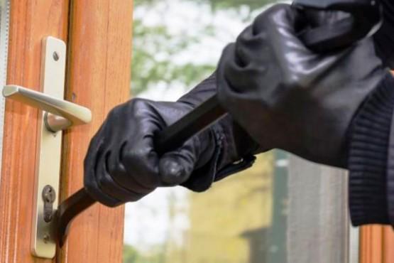 Una mujer denunció que un sujeto intentó ingresar a su casa