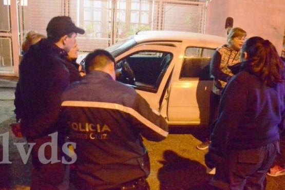 Un joven aprehendido tras ser descubierto al robar en un auto