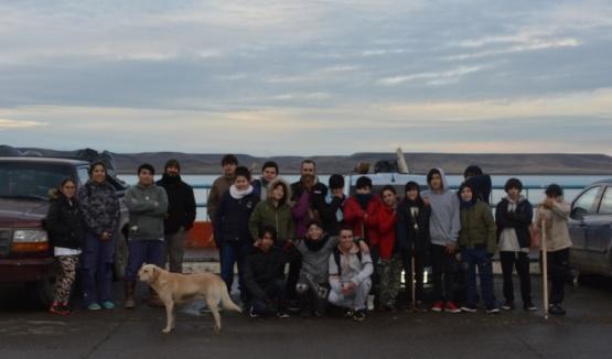 Algunos de los voluntarios en la costanera. (C.R)