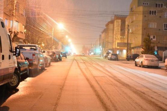 A las 22 se largó la nieve. (C.R)