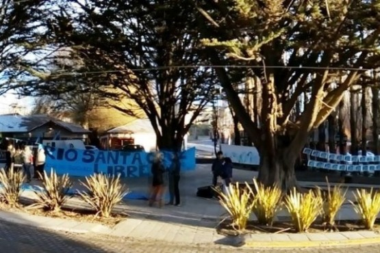 El grupo Río Santa Cruz El Calafate se manifestó a un año de la Audiencias