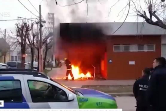Reclamaban por cortes de energía y terminaron incendiando la oficina