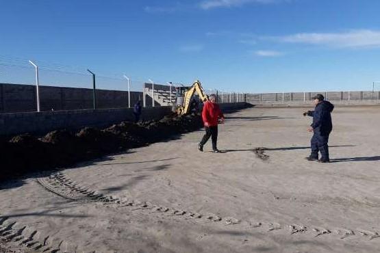Comenzaron los trabajos de suelo en la cancha del Sportivo Santa Cruz