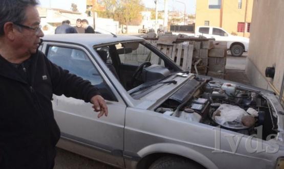 Caleta Olivia: desarman auto de vecino que reside en zona costera