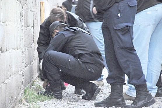 Encapuchados intentaron ingresar a una casa y huyeron haciendo un disparo