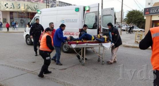 Caleta Olivia: motociclista atropelló a una mujer en pleno centro