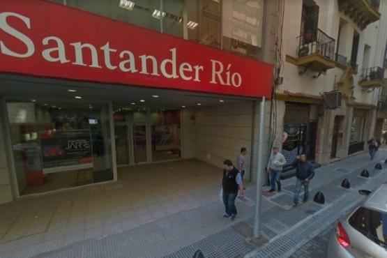 Insólito asalto en un banco: el ladrón usó una hoja de papel