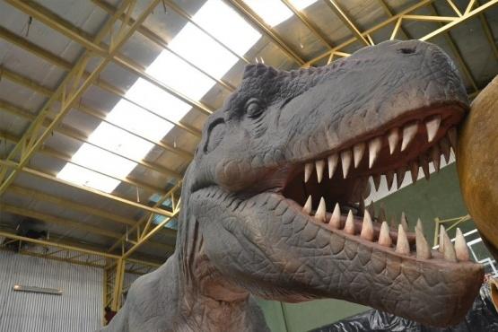 Dinosaurios mecanizados en el mes de los niños