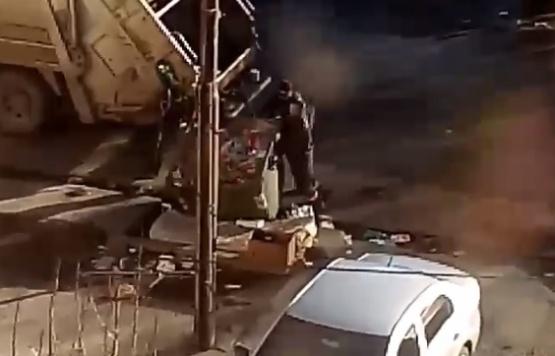 Viralizaron video de municipales esparciendo basura en la vereda