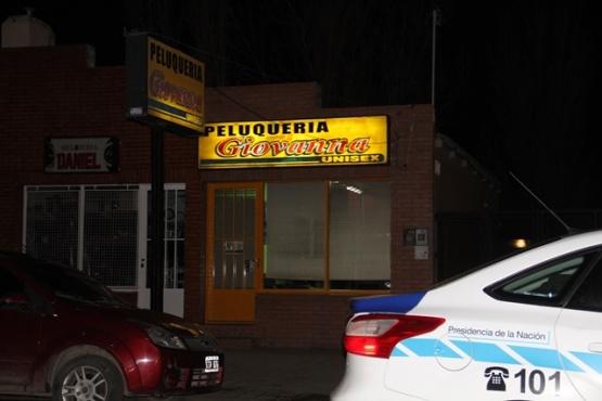 Entraron a una peluquería y le robaron la cartera con dinero a la dueña